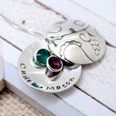 Hand Stamped Mommy Locket Necklace, Grandma Personalized Locket, Mother's Necklace, Mommy Jewelry, Gramdmother