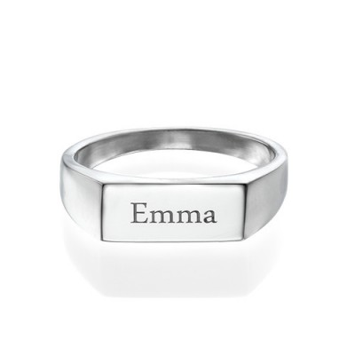Engraved Signet Personalised Ring in Sterling Silver - AMAZINGNECKLACE.COM