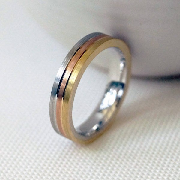18ct Gold Striped Wedding Personalised Ring - AMAZINGNECKLACE.COM
