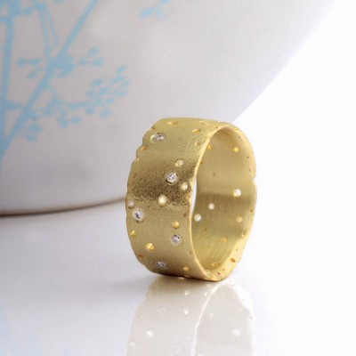 18ct Yellow Gold And Diamond Personalised Ring - AMAZINGNECKLACE.COM