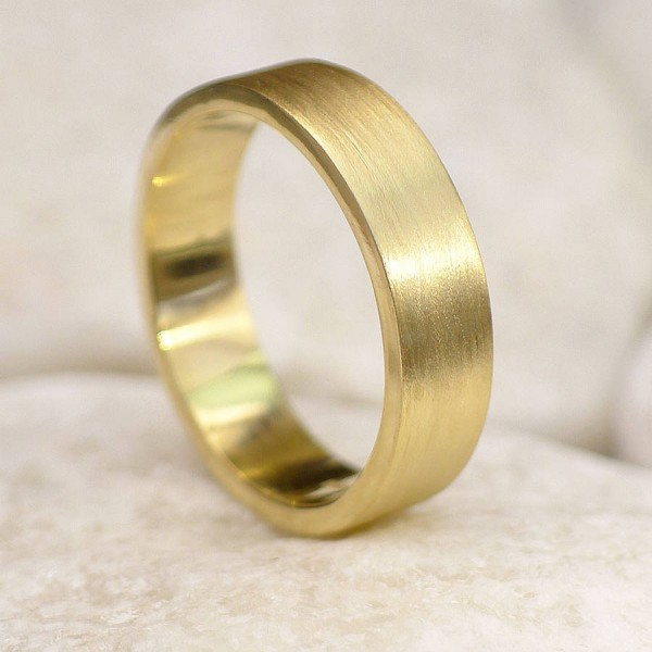 Mens 18ct Gold Wedding Personalised Ring, Spun Silk Finish - AMAZINGNECKLACE.COM