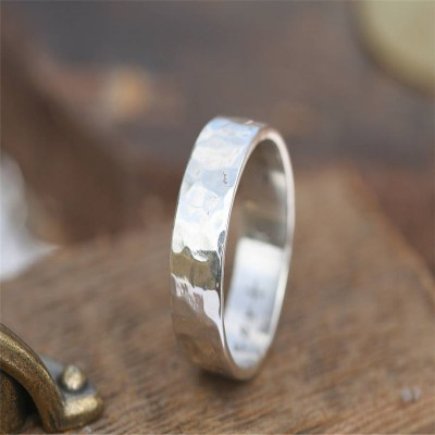 Hammered Personalised Silver Ring - AMAZINGNECKLACE.COM
