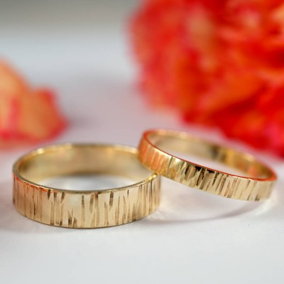 Bark Effect Personalised Rings In 18ct Yellow Gold - AMAZINGNECKLACE.COM