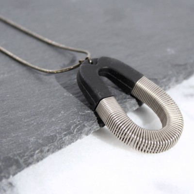 Bert Black Silver SpPersonalised Ring Pendant - AMAZINGNECKLACE.COM