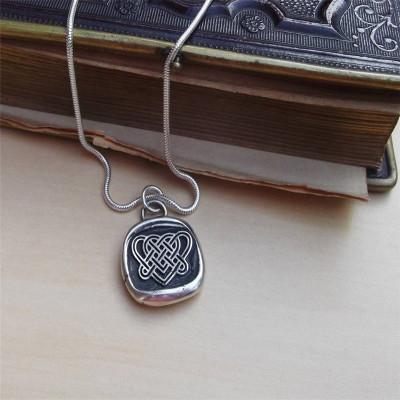 Celtic Love Knot Personalised Necklace - AMAZINGNECKLACE.COM