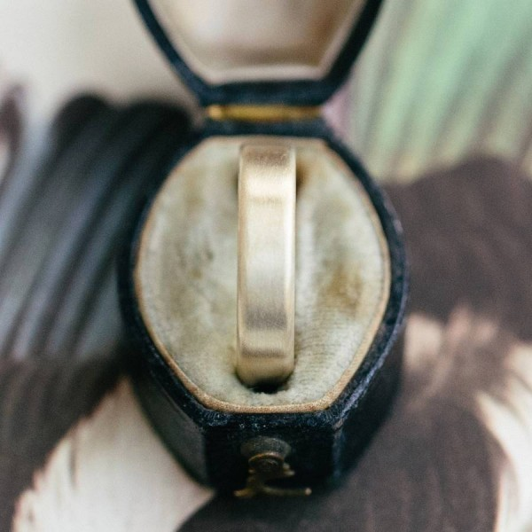 Gents Brushed Pillow Wedding Personalised Ring In 18ct Gold - AMAZINGNECKLACE.COM