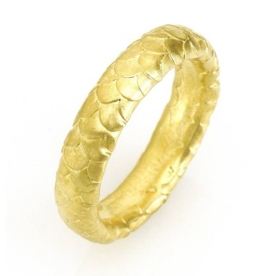 Gents Fish Scale Pattern Wedding Personalised Ring In 18ct Gold - AMAZINGNECKLACE.COM