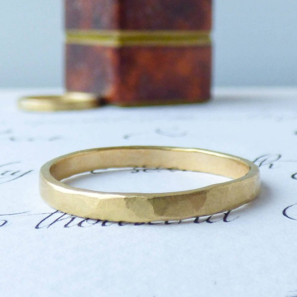 Arturo Hammered Wedding Personalised Ring For Men In Fairtrade Gold - AMAZINGNECKLACE.COM