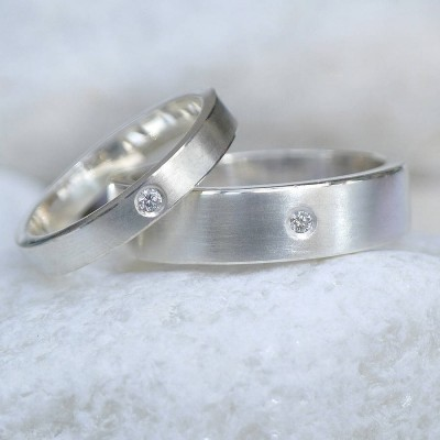His And Hers Silver Wedding Personalised Rings - AMAZINGNECKLACE.COM