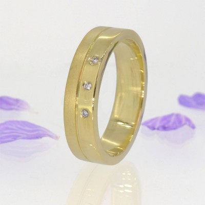 Mens Contemporary Diamond Personalised Ring In 18ct Gold - AMAZINGNECKLACE.COM