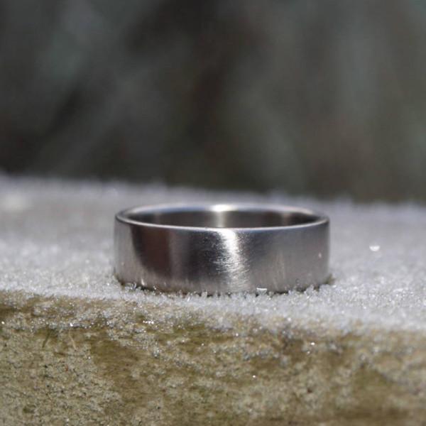 18ct Gold Wedding Band - AMAZINGNECKLACE.COM