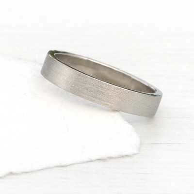 18ct White Gold Wedding Personalised Ring With Spun Silk Finish - AMAZINGNECKLACE.COM