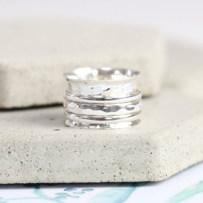 Sterling Silver Hammered Effect Spinning Personalised Ring - AMAZINGNECKLACE.COM