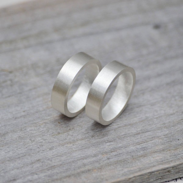 Personalised Wedding Band In Sterling Silver - AMAZINGNECKLACE.COM